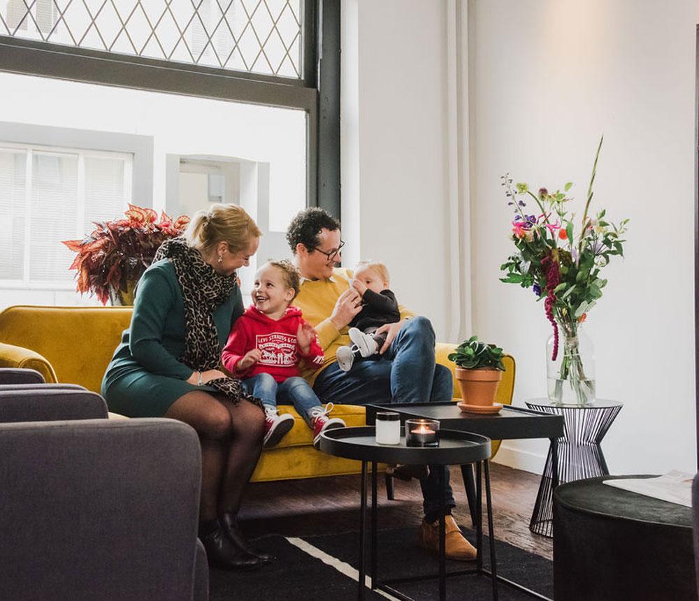 Lars & Lindsay, samen met hun gezin, heten jullie van harte welkom in Hotel Riche